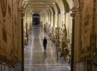 Il Vaticano batte cassa e taglia gli stipendi alle eminenze