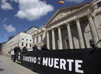 Spagna, passa l'eutanasia. La Chiesa invita all'obiezione