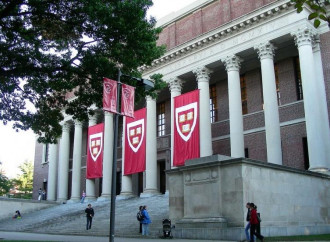 """Harvard parla di """"persone"""" partorienti e non di """"donne"""""""