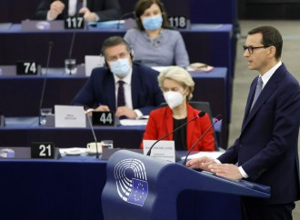 L'Ue ricatta, ma la Polonia smaschera i giacobini europei