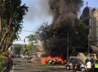 Surabaya, tre chiese attaccate dall'Isis
