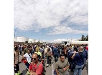 """Quei lavoratori  """"sequestrati""""  da politici e pm"""