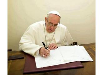 Chi controlla le lettere che firma il Papa?