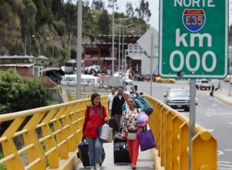 Migliaia di venezuelani chiedono di entrare in Ecuador ogni giorno