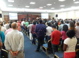 I cristiani immigrati nell'Arabia meridionale si preparano alla Pasqua