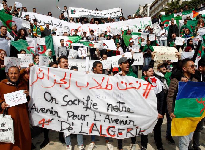 Algeria, continua la protesta di piazza