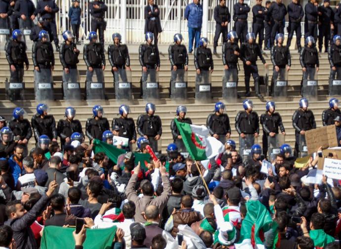 Algeria, confronto fra polizia e manifestanti