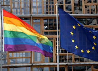 """""""Zona di libertà Lgbtqi"""", l'UE verso il dogma arcobaleno"""