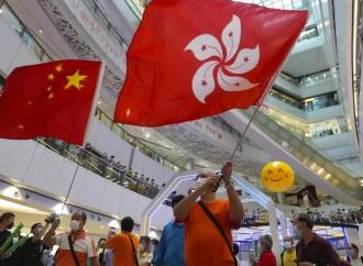 """Hong Kong: sentenze """"cinesi"""" e arresti politici"""