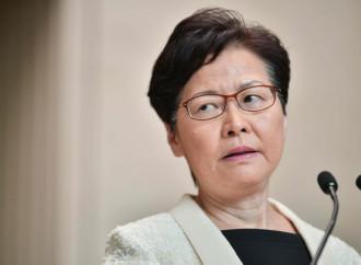 Hong Kong, Carrie Lam premier servitrice di due padroni
