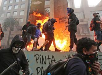 Cile: le rivolte, il governo e l'infiltrazione comunista