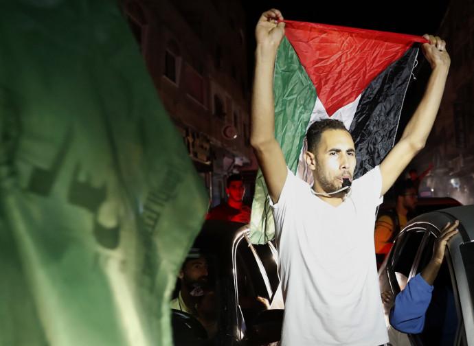 Palestinesi festeggiano il cessate-il-fuoco