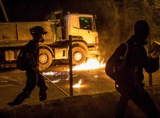 Su Hong Kong si aggira lo spettro della guerra civile