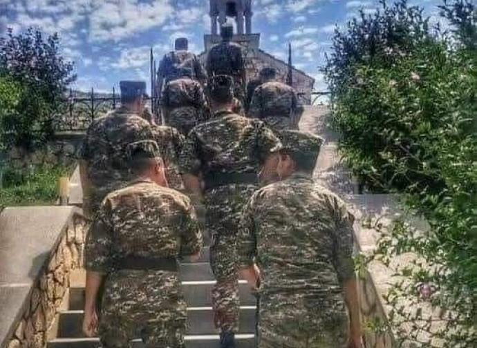 Soldati vanno in chiesa
