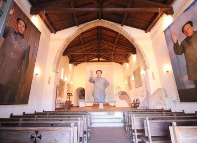 Gigantografie di Mao Tse-Tung in una chiese del frusinate