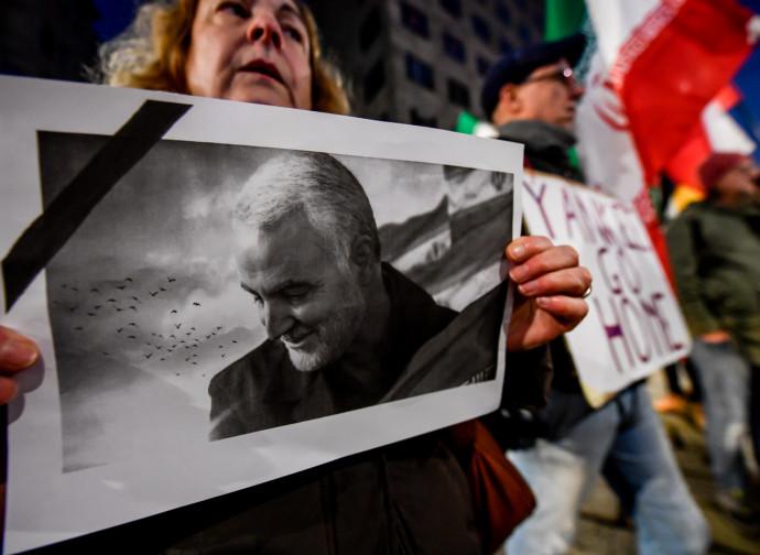 Manifestazione sotto il consolato Usa a Milano, 6 gennaio 2020