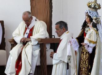 Barros, la lettera choc che smentisce il Papa