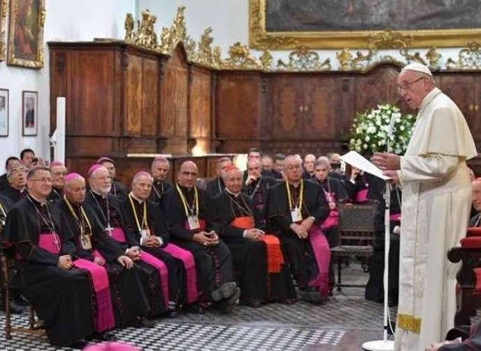 Il Papa con i vescovi cileni