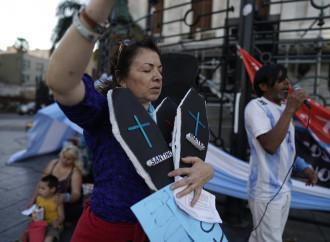 Argentina, un'onda celeste si leva contro l'aborto