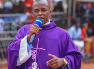 Padre Mbaka, il 'dissidente' che scuote la Nigeria