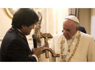 """Il Crocifisso comunista è solo """"ignoranza"""" di Morales"""