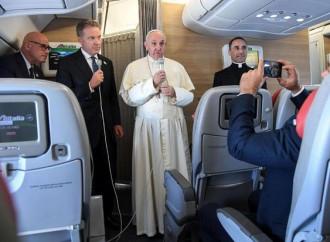 """Clima, Farc, Trump e Africa: il Papa """"vola"""" a tutto campo"""