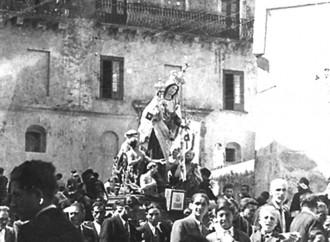 Le processioni dimenticate (ma tornano i caroselli)