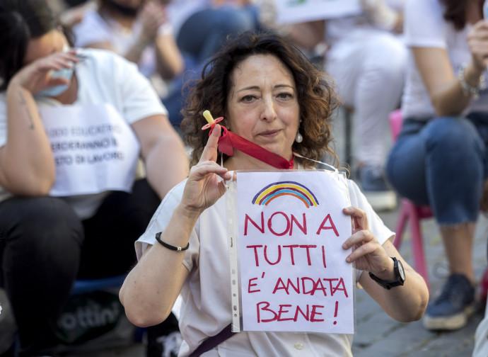 Roma, protesta degli insegnanti e dipendenti asili nido