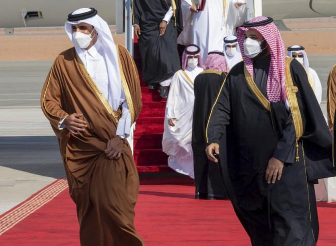 Il principe saudita Mohammed bin Salman e l'emiro del Qatar Tamim bin Hamad al-Thani