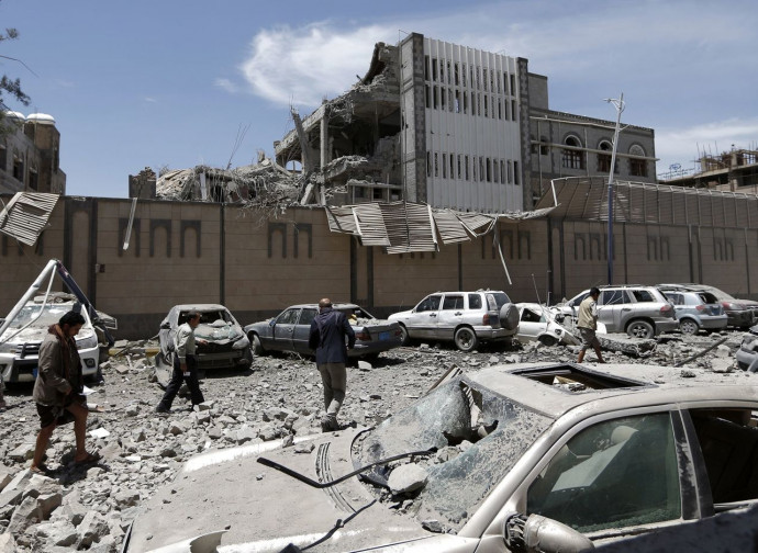 Il bombardamento del palazzo presidenziale a Sanaa