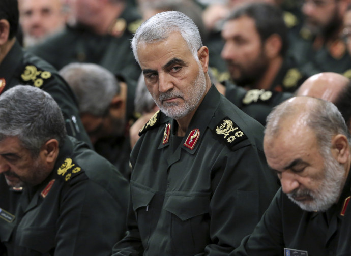 Il generale Soleimani (al centro)