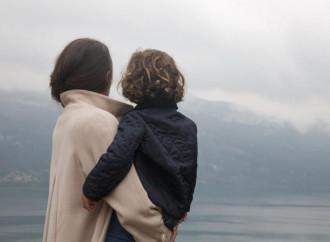 Gestapo igienista: multa a mamma per un bacio al figlio