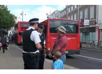 Gay, un arresto a Londra per avere letto San Paolo