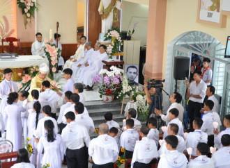 Una piccola comunità cattolica festeggia 51 nuovi cristiani